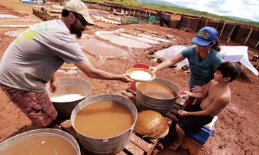 古代からの伝統を子の代へと引き継ぐ。<br>「塩田」文化を守り続ける家族の物語