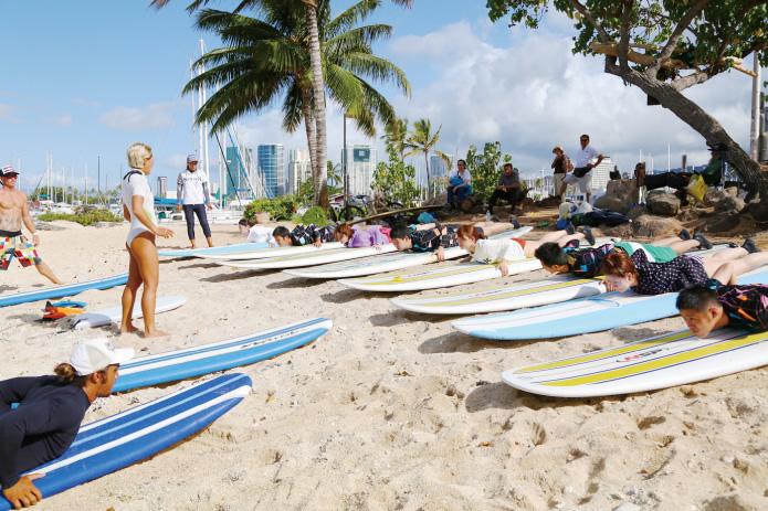 安全指示とサーフィンの指導