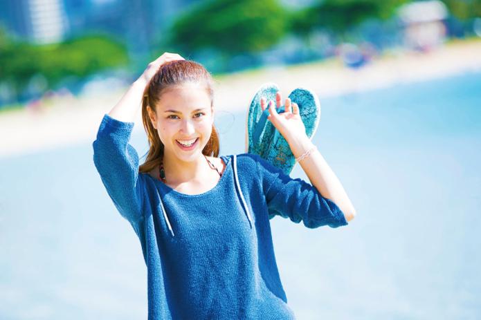 ハワイ生まれ、ハワイ育ちのスリッパブランド「Island Slipper(アイランド・スリッパ)」が、今日本のおしゃれピープルの注目を浴びています。デザインとクオリティの高さはたかがビーサンとあなどるなかれ。タウンにもOKの運命の一足を探してみるのはいかが?