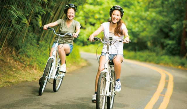 女子2人が初挑戦、自転車で爽快ダウンヒル!