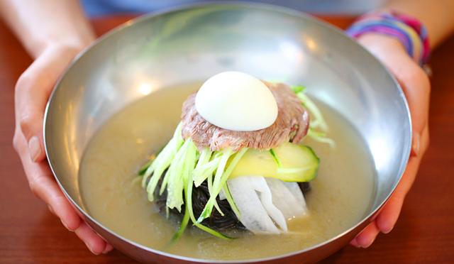 冷麺と温麺、どちらがお好み?