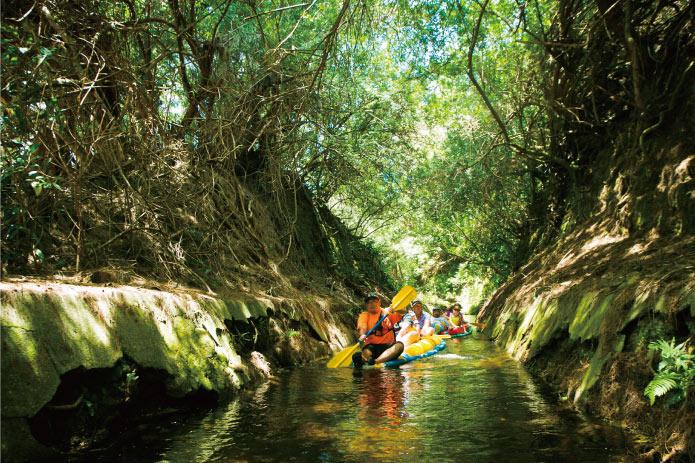 用水路でのんびりカヤック体験