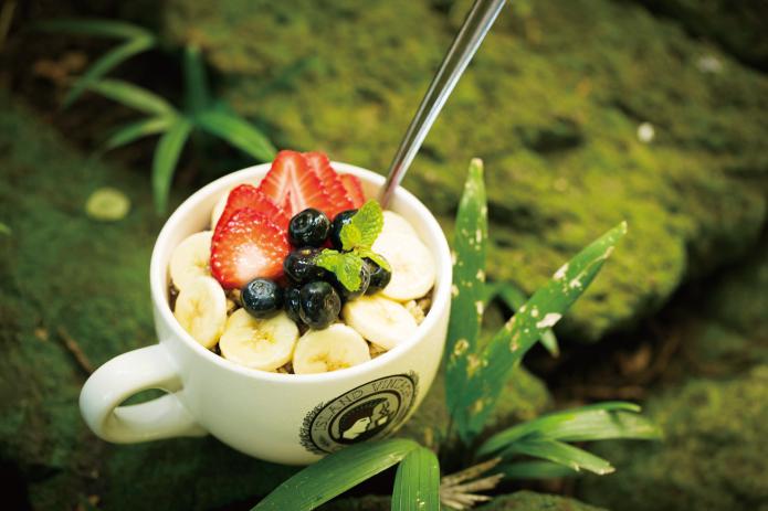 ワイキキで朝時間を最大限楽しむ方法って?【3】朝食べたい、野菜たっぷり絶品ベーグルサンド!