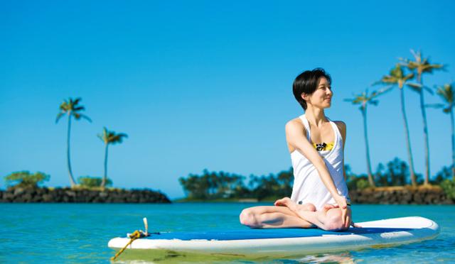 ハワイでキレイになる!【1】スタンドアップパドルヨガにチャレンジ!