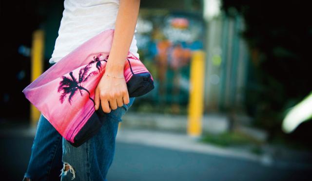 あの人のテッパンハワイ土産![2]アリッサ・ウーテンの「サムドラのクラッチバッグ」