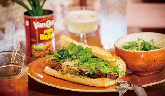 最先端サンドウィッチ! バゲット×煮豚×パクチー