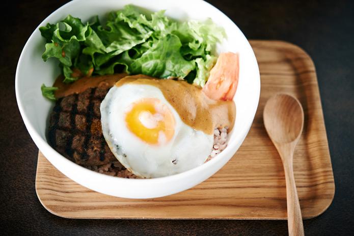 肉汁ジュワッがたまらない!ハワイNo.1バーガーが東京で人気の理由って?
