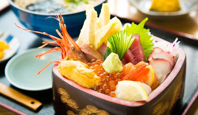 オアフ島一の海鮮丼が食べられる意外な場所って?