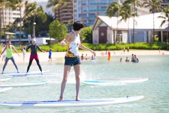 【速報!】ヨガフェスタ ハワイで吉川めいがSUPヨガにチャレンジ!なんと途中で…!