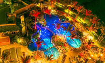 ナイトイベントもファミリーで楽しみたい。<br />世界発!シェラトンのプールに浮かぶ○○…!?