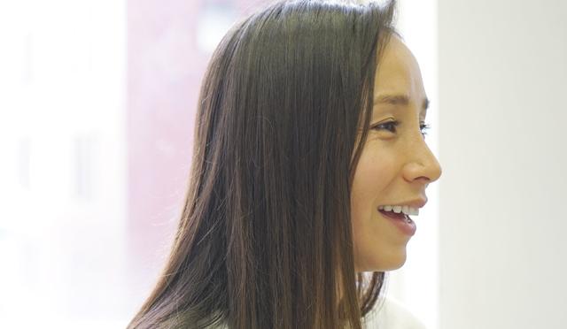 アンジェラ・磨紀・バーノンが教える、ヨガの魅力とは?